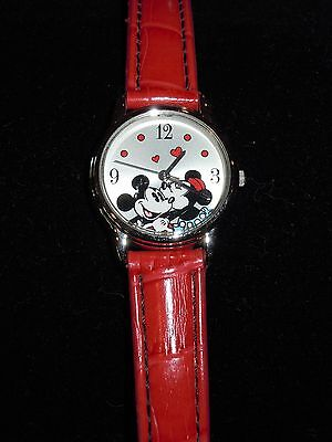L@@K! NEW DISNEY MICKEY MINNIE MOUSE Special Edition Red Watch Sii International