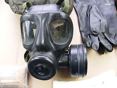 "British army ""S6"" Gas mask, early date 1963 mask, with case & extras.."