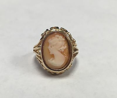 14k Yellow Gold Cameo Style Ring - Size 5.5