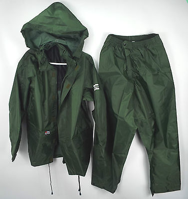 Abu Garcia/ Shakespeare Green 2 Piece Rain Suit In A Bag - Fishing XS  (AD3 B1)