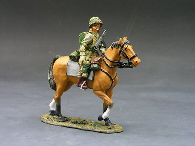 King and (&) Country DD071 - Horse Paratroopert - Retired