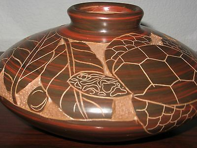 Vintage Nicaragua Sea Turtle Pot * Pottery ❤ Hand Carved * Etched *Incised