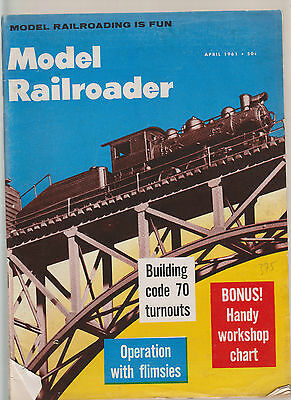 Model Railroader Avril 1961  - Buildin Code 70 Turnouts / Custom Elerestory Roof