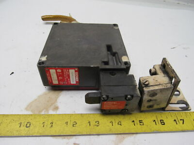 Euchner TZ1RE11OPG-R Safety Switch W/Key 110V AC/DC