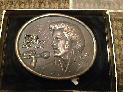 VINTAGE OFFICIAL 1977 ELVIS PRESLEY 1st EDITION COMMEMORATIVE MUSIC BELT BUCKLE