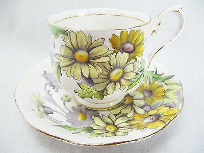 Royal Albert Cup And Saucer Set - Flower Of The Month - Daisy