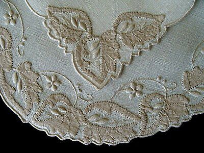 WOW 16pc Vtg MADEIRA Linen OVAL Placemats Hand Embroidered Applique PRiSTINE