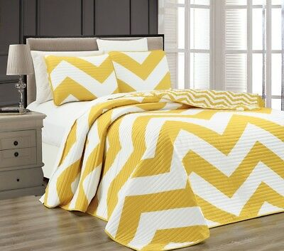 3pcs Yellow White Reversible Chevron Printed Zig Zag Quilted Coverlet Set, King