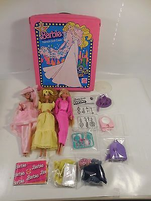 LOT VINTAGE 1960s BARBIE DOLLS W/ORIGINAL 1977 FASHION CASE CLOTHING ACCESSORIES