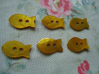 6 YELLOW / GOLD   FISH   Agoya Shell Buttons