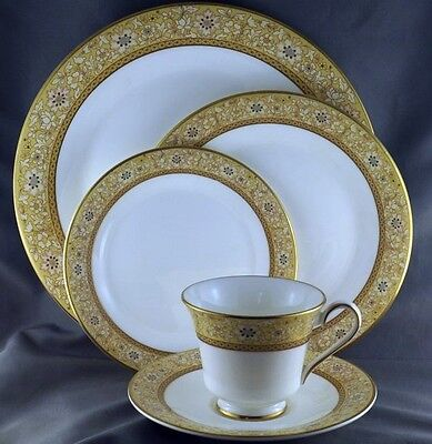 Royal Doulton Woodside 5 piece Place Setting Pristine