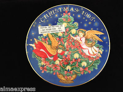 "1995 Avon Christmas Collector Plate ""Trimming the Tree"""