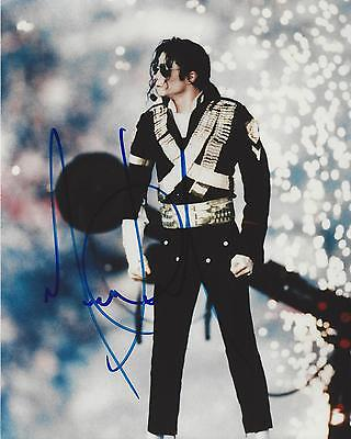 """MICHAEL JACKSON 8""""x10"""" Colour Photograph Authentic Hand Signed in concert pose"""