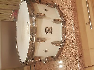Yamaha Loud Series 14x7 Oak Snare Drum in White Sparkle