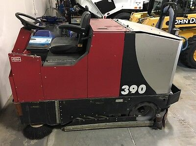Factory Cat 390 Sweeper Scrubber