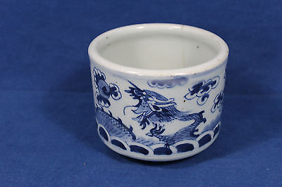 Antique Chinese blue and white porcelain incense burner - Qing dynasty