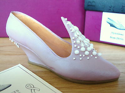 Just The Right Shoe - Victorious #25056 Parade Of Gifts Excl. (1st Cancer shoe)
