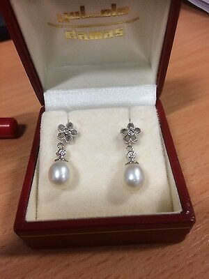 Fine diamond and pearl earrings in 18 ct white gold