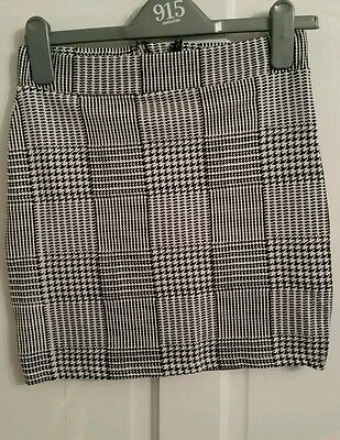 new look girls black andcwhite skirt age 12 to 13