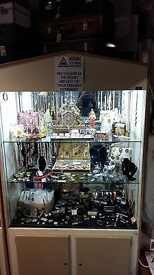 Display cabinet - Shop retail display case - Glass shelved cabinet.