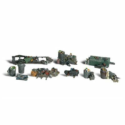 Painted Assorted Junk (OO/HO figures x 10) Woodland Scenics A1852 - free post
