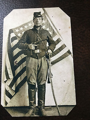 Civil War Military  UNIDENTIFIED UNION SOLDIER with Pistol & Flag TinType C746NP