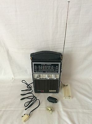 Vintage Riviera Ultra Power Solid State Transistor Radio (Working)