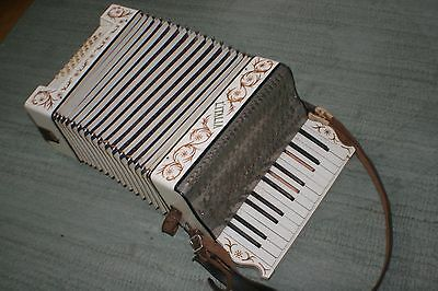 L'Italia Vintage Accordion Handpainted Made in Germany - Beautiful Rich Sound!
