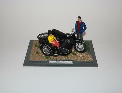 Diorama KMZ Dnepr MT11 - 1:24 - motorcycle with sidecar