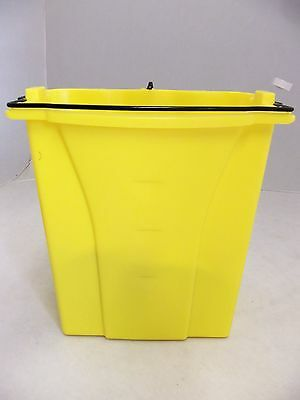 Rubbermaid Dirty Water Bucket for Wavebrake Bucket/Wringer 18qt