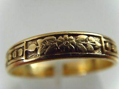 Vintage  Hallmarked 22 Ct Gold Ring With Floral & Foliage Design