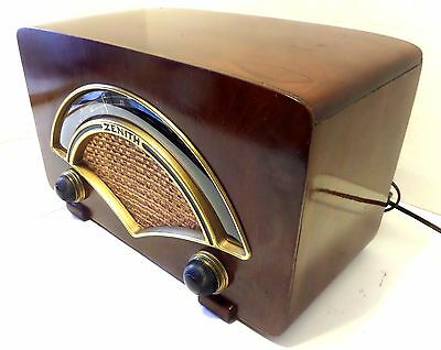 Beautiful Zenith Model 8H034 Radio Designed by Charles and Ray Eames
