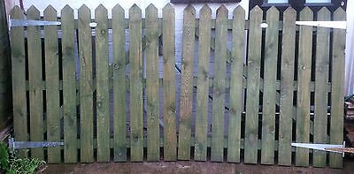 Wooden Driveway Gates and Single Gate