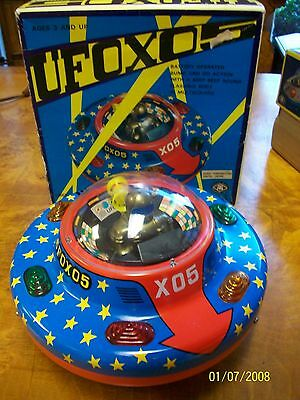 Vintage Battery Operated Japan Tin Lithograph UFO XO5 Flying Saucer MINT IN BOX