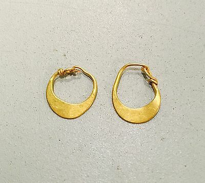 A Pair Of Ancient Roman Gold Earrings, Elegant Jewellery C. 2/3rd Century A.D.