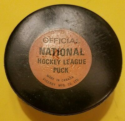 VINTAGE VICEROY OFFICIAL GAME PUCK RUBBEE CRESTED ding in center