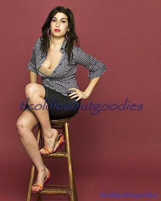 Amy Winehouse Stool Hounds Tooth Top Singer Star Great Rare 8X10 Photo #0010