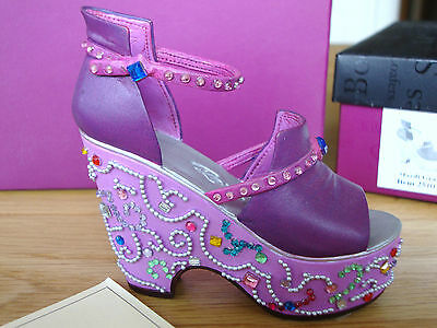 Just The Right Shoe - Mardi Gras