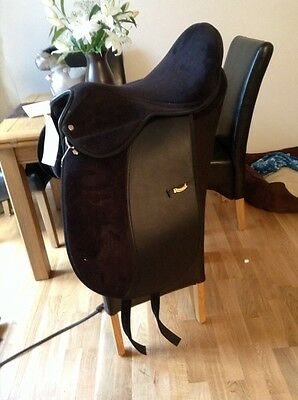17 Inch Black Rhinegold Dressage Saddle Medium To Wide Width