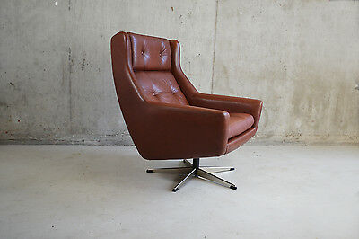Danish 1970's mid century swivel armchair upholstered in buttoned tan leather