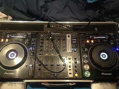 pair of pioneer cdj 1000s mk3s with pioneer djm 700 mixer in swan coffin case