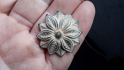 Attractive Floral Mount-Detecting Find