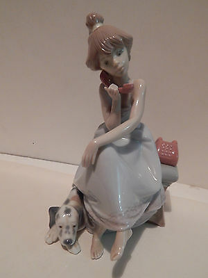Lladro Chit - Chat Girl On Phone 5466