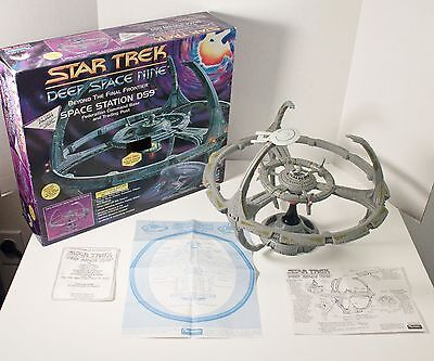 Star Trek Playmates DEEP SPACE 9 STATION DS9 Playset ENTERPRISE Collector's COA