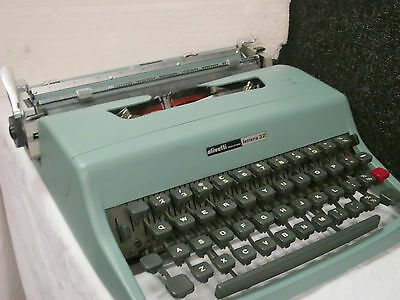 OLIVETTI LETTERA Vintage Retro Typewriter 32 made in spain with zip case