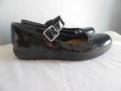 Clarks Black Patent Leather Flat Mary Jane Shoes Size 4
