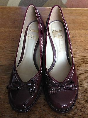 Clarks Ladies Size 41/2 Maroon Patent Leather Court Shoe