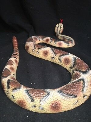 Scary Rubber Diamond Back Rattlesnake  Realistic Reptile Serpent Toy Joke