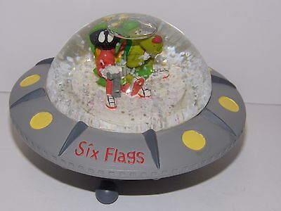 Ultra RARE Six Flags Looney Tunes Marvin the Martian & K-9 Spaceship Snowglobe