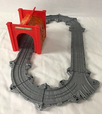 Thomas and Friends TIDMOUTH TUNNEL Take-n-Play portable railway Fisher Price